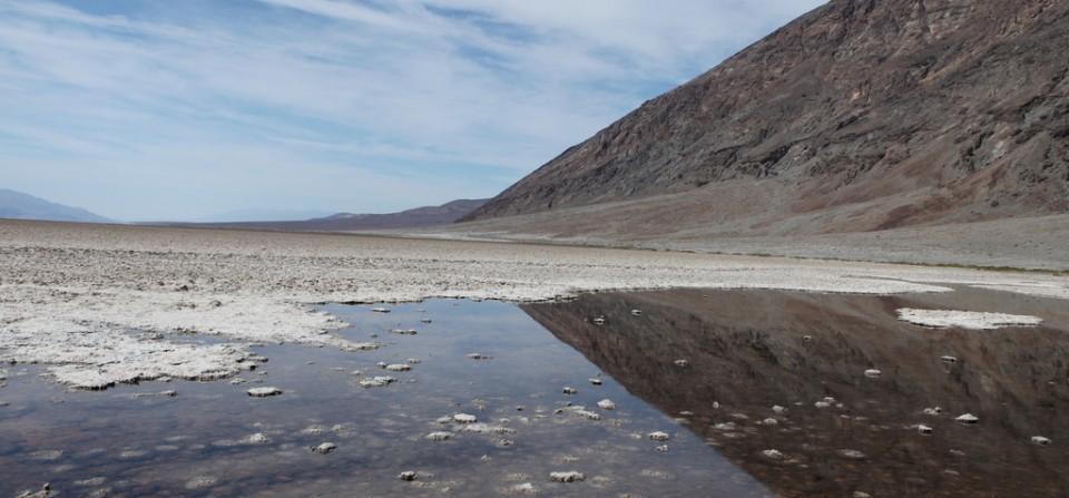 Ørkenspejling i Badwater i Death Valley USA